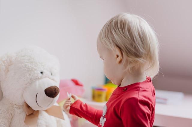 enfant avec ourson